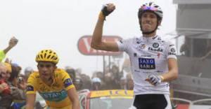 Contador (izquierda) y Schleck (derecha) tras coronar el Tourmalet