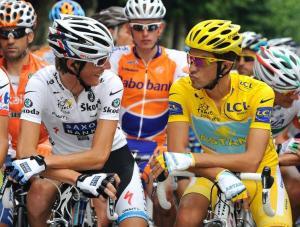 Shcleck (derecha) y Contador (izquierda) se disputan el Tour en las últimas etapas.